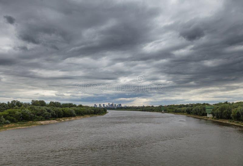 Volle Überwendlingsnaht über Warschau, Polen stockbild
