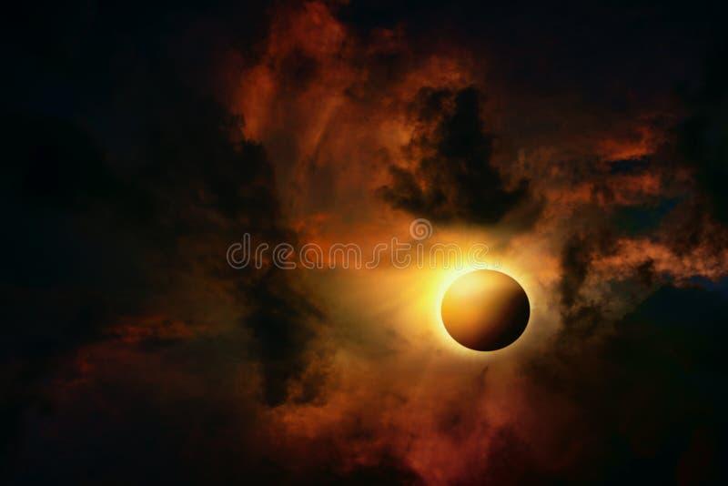 Volle Eklipse Wissenschaftliches natürliches Phänomen Gesamtsonnenfinsternis mit Diamantringeffekt stockfoto