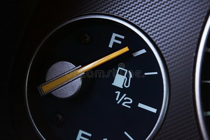 Volle Kraftstoffanzeige stockbilder