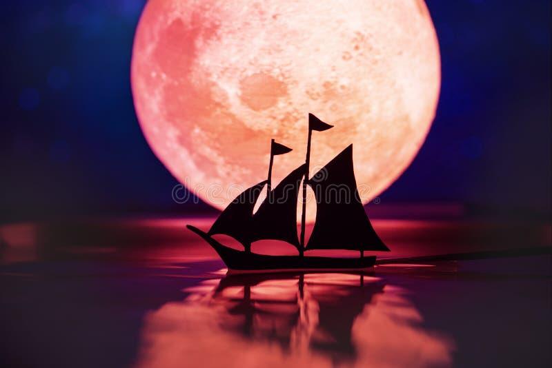 Volle maan in de donkere nacht royalty-vrije stock foto's