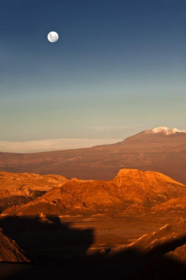 Volle maan in de Maanvallei, Atacama, Chili royalty-vrije stock afbeelding