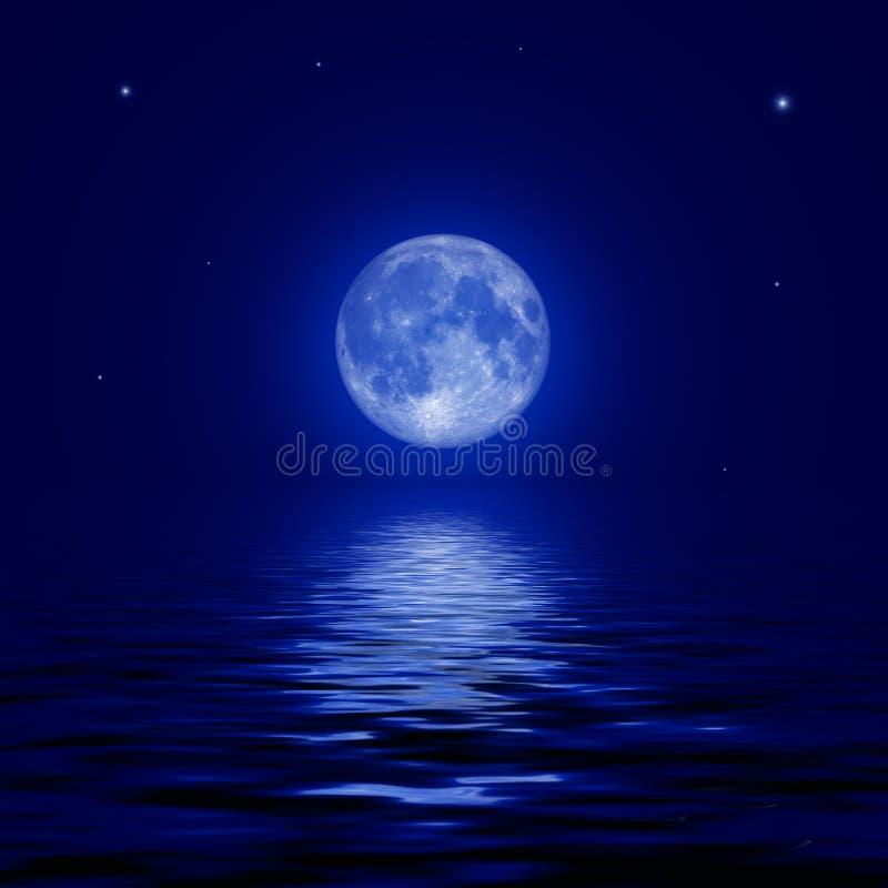 Volle maan en sterren in de waterspiegel wordt weerspiegeld die stock afbeeldingen
