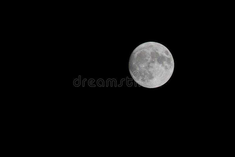 Volle maan en unstarry nacht stock foto's