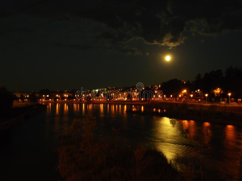 Volle maan op een Medio de Zomer` s Nacht royalty-vrije stock afbeeldingen