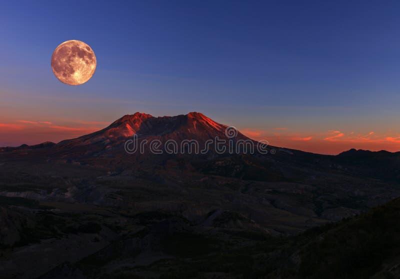 Volle maan over MT St Helens royalty-vrije stock foto's