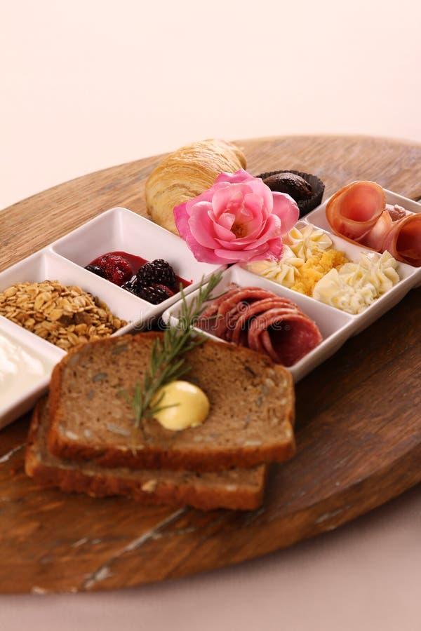 Volledig continentaal ontbijt stock afbeelding