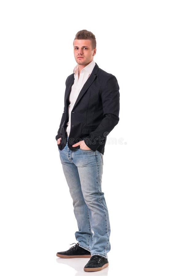Volledig die lichaam van de aantrekkelijke jonge mens met jasje wordt geschoten royalty-vrije stock foto