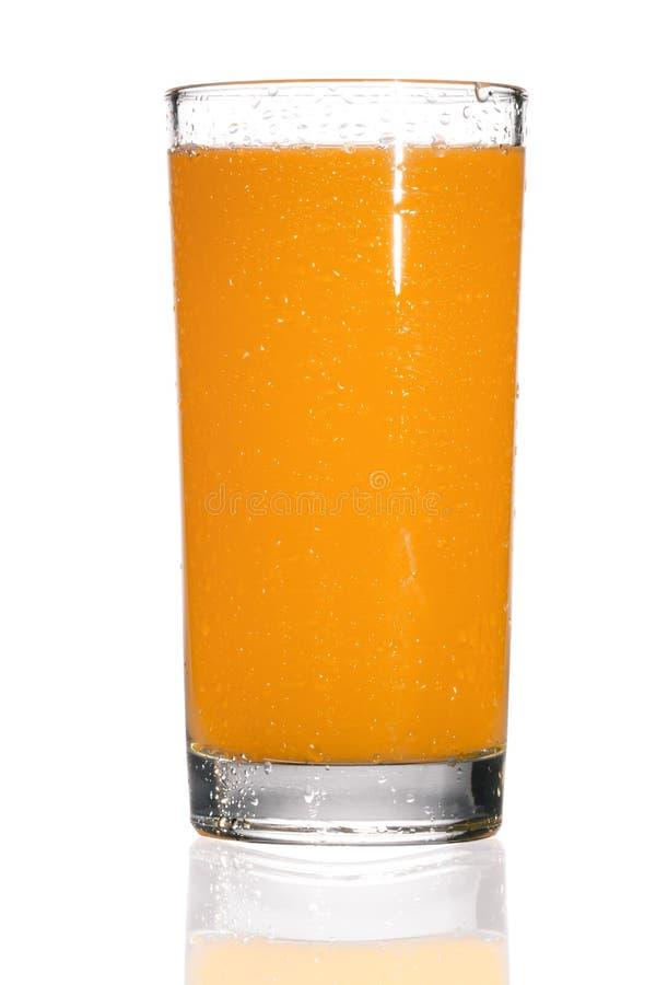 Volledig glas jus d'orange op witte achtergrond stock foto