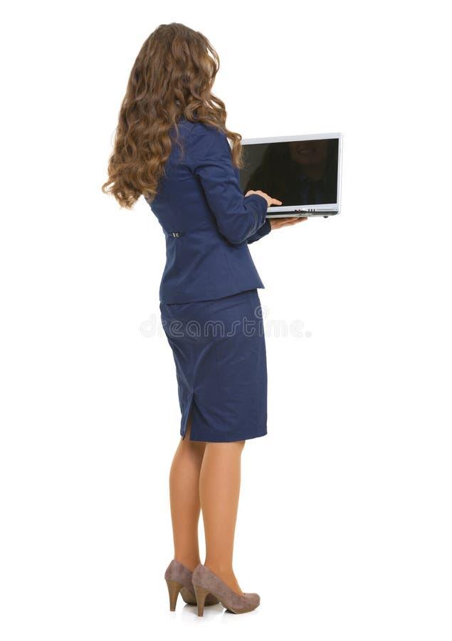Volledig lengteportret van bedrijfsvrouw met laptop. achtermening stock foto