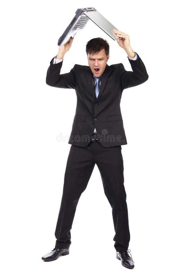Volledig lengteportret van boze zakenman die zijn laptop werpen royalty-vrije stock afbeelding