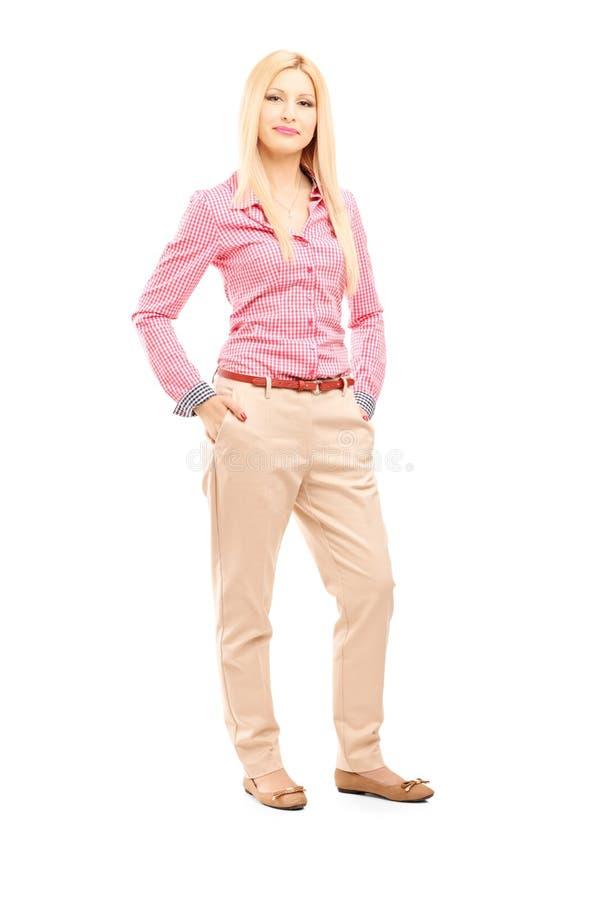 Volledig lengteportret van een blond en wijfje die stellen kijken stock foto's