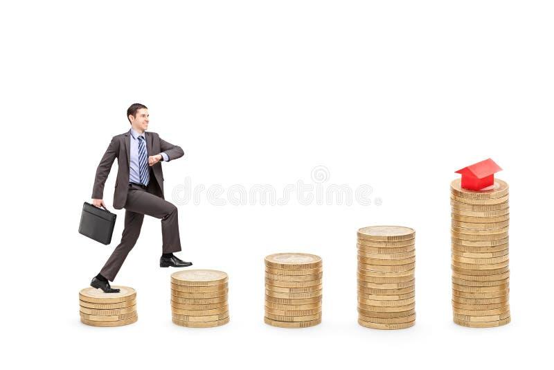 Volledig lengteportret van een zakenman met een aktentas die o lopen royalty-vrije stock afbeelding