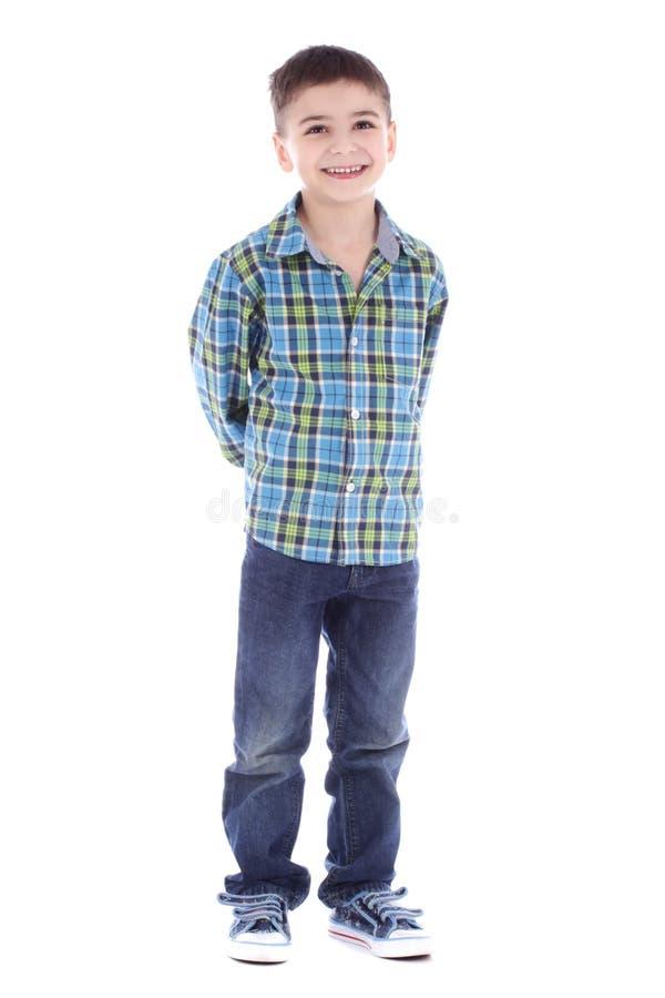 Volledig lengteportret van het glimlachen van weinig jongen in jeans en kop royalty-vrije stock foto