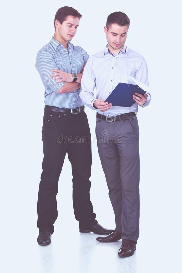Volledig lengteportret van twee zakenlieden die zich verenigen stock afbeeldingen
