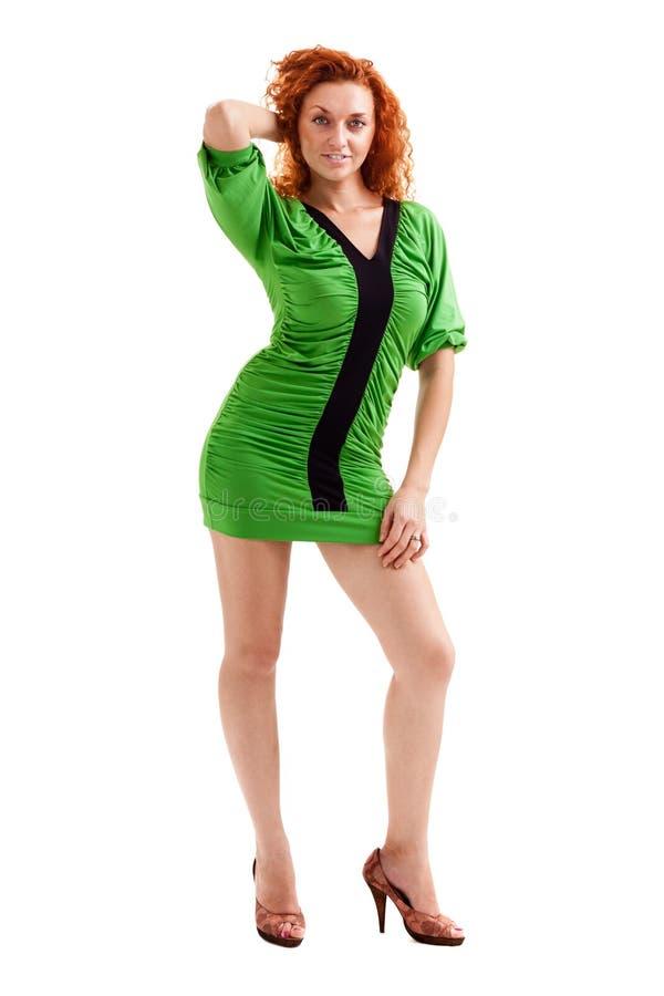 Volledig lengteschot van roodharige vrouw in weinig die kleding, op wit wordt geïsoleerd royalty-vrije stock foto's