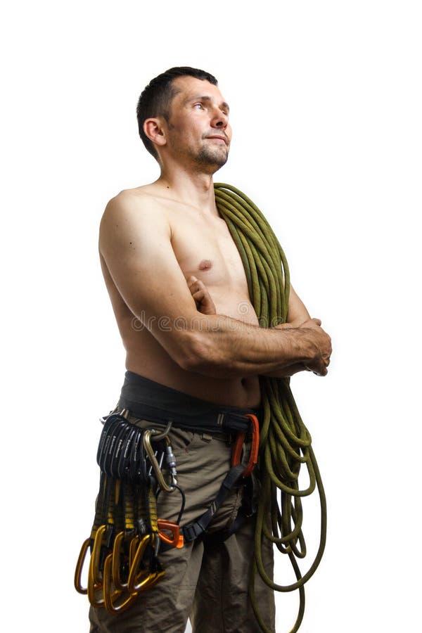 Volledig lichaamsportret van een klimmer met kabel op zijn schouder op witte achtergrond stock afbeelding