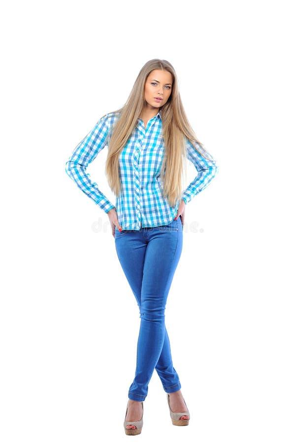 Volledig lichaamsportret van gelukkige glimlachende mooie jonge vrouw, isola stock foto