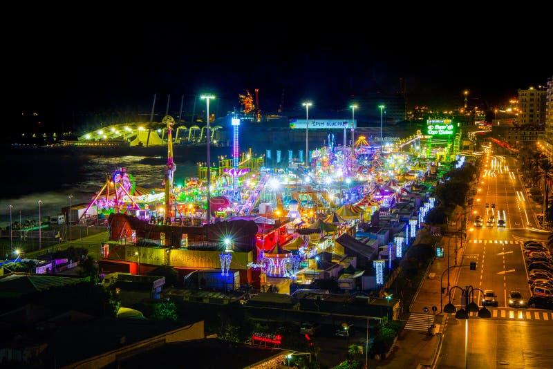 Volledig - mening van Luna Park van Genua 's nachts, Italië royalty-vrije stock fotografie