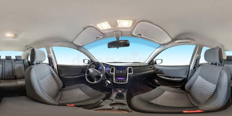 Volledig naadloos panorama 360 van de hoekgraden mening in binnenlandse stoffensalon van prestige moderne auto in equirectangular stock foto
