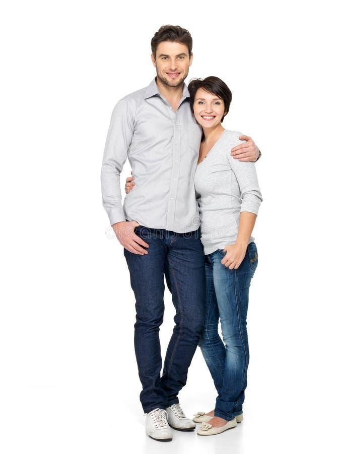 Volledig portret van gelukkig die paar op wit wordt geïsoleerde