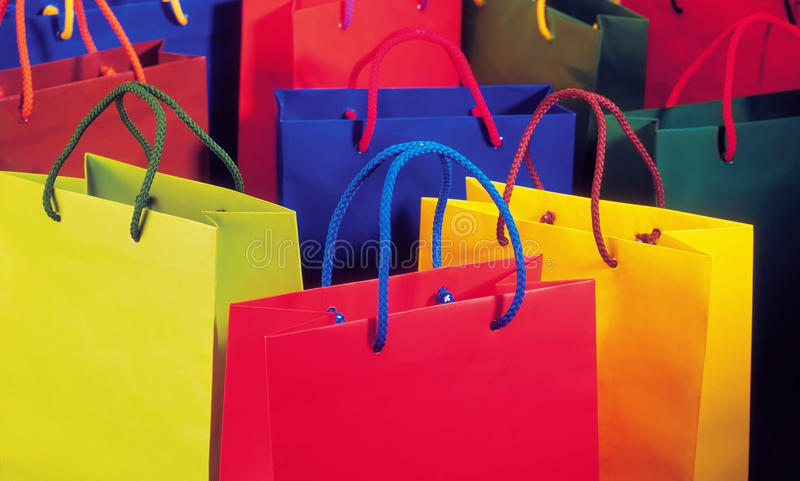 Volledige het winkelen van de Kleur zak stock foto's