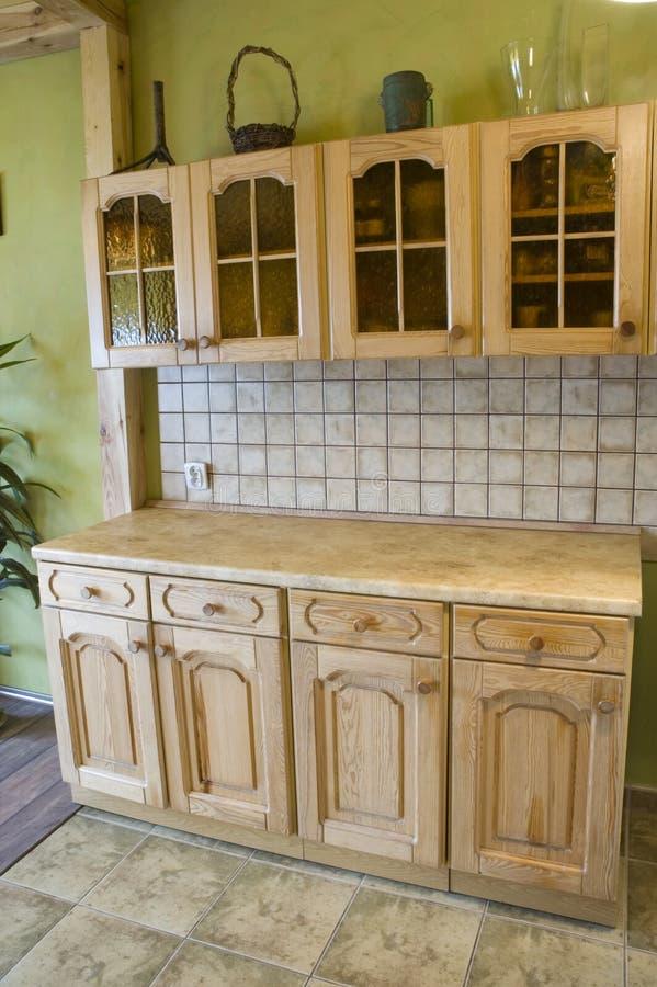 Volledige houten keuken, stock afbeeldingen