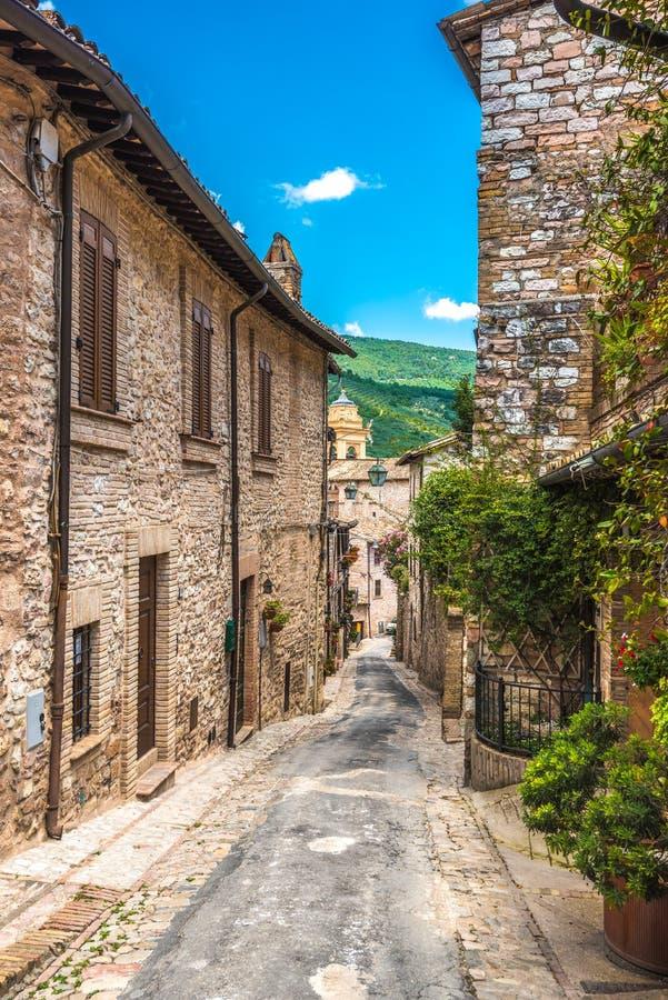 Volledige kleuren mooie straten in Umbrië, Italië stock foto's