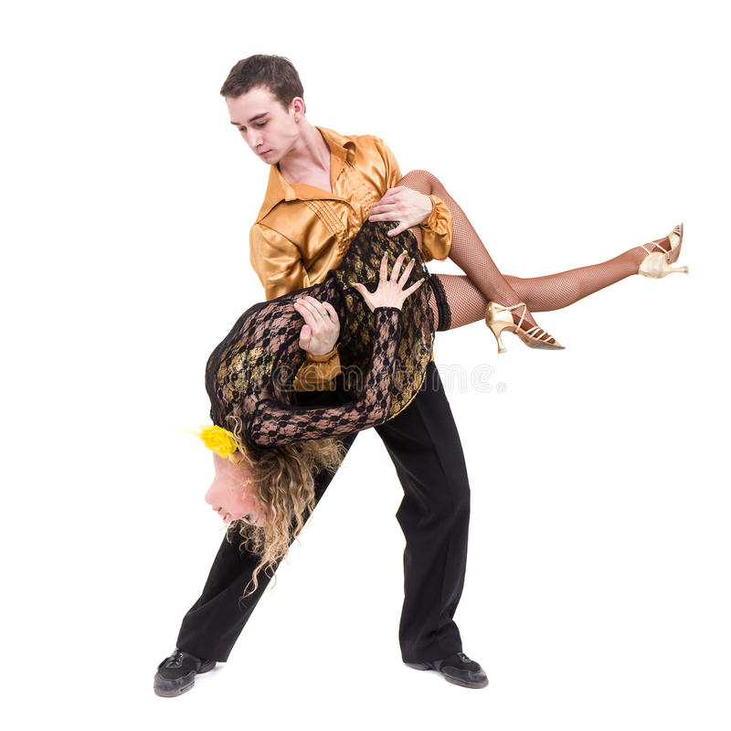 Volledige lengte van jong balletpaar die tegen geïsoleerd wit dansen stock foto's
