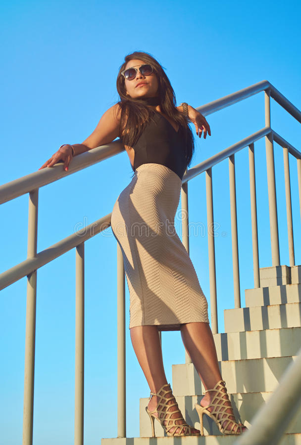 Volledige lengte van mooi brunette stock fotografie