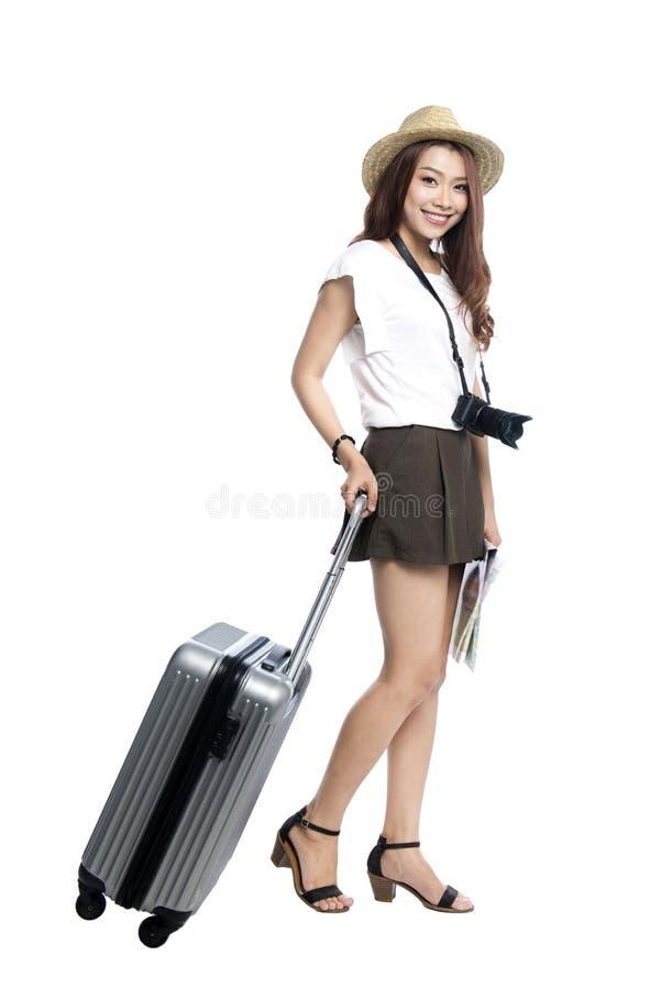Volledige lengte van mooie Aziatische jonge vrouw klaar om durin te reizen royalty-vrije stock foto