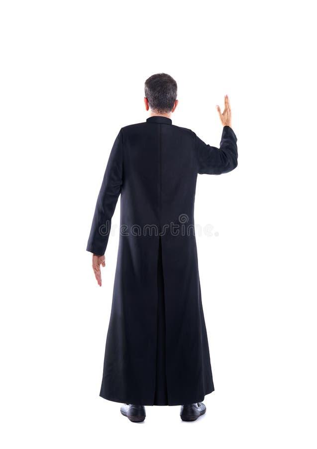 Volledige lengtepriester die wapen achtermening zegenen stock afbeeldingen