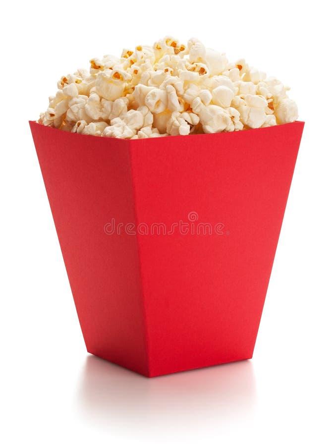 Volledige rode emmer popcorn stock fotografie