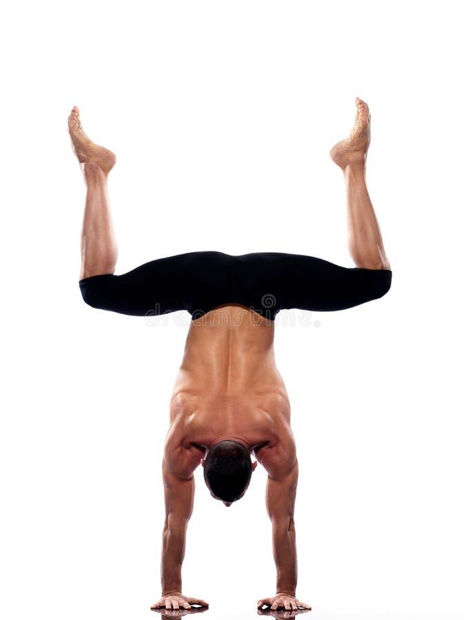 In voller Länge gymnastische Akrobatik des Mann Handstand stockfotos