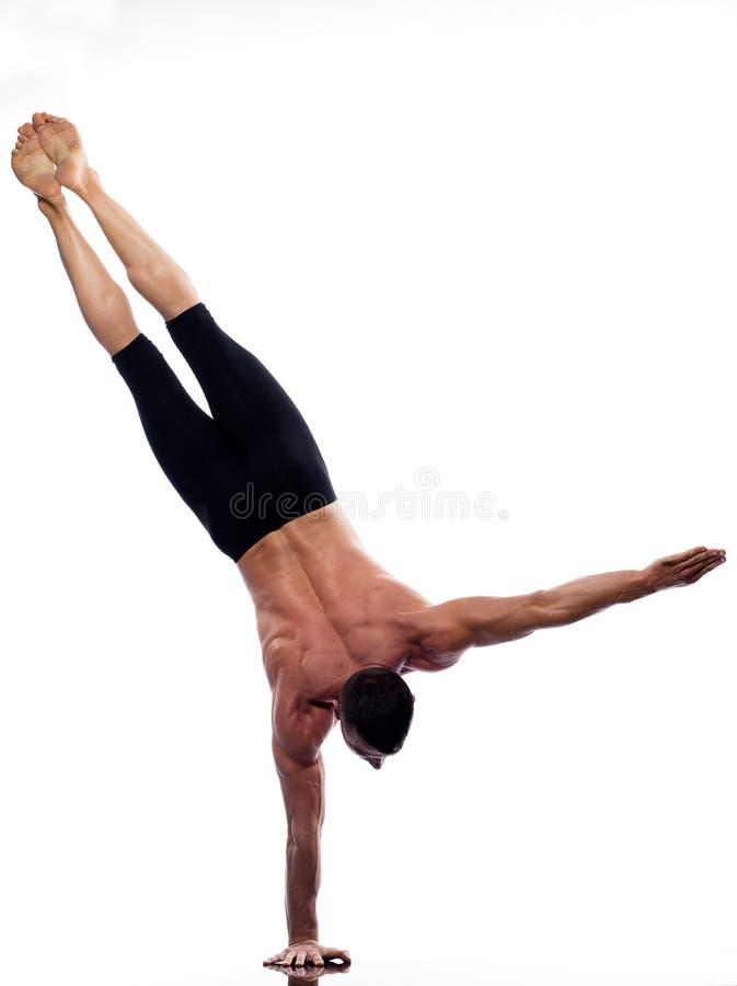 In voller Länge gymnastisches des Mannyoga Handstand stockbilder