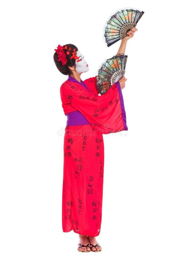 In voller Länge Portrait des Geishatanzens mit Gebläsen stockbild