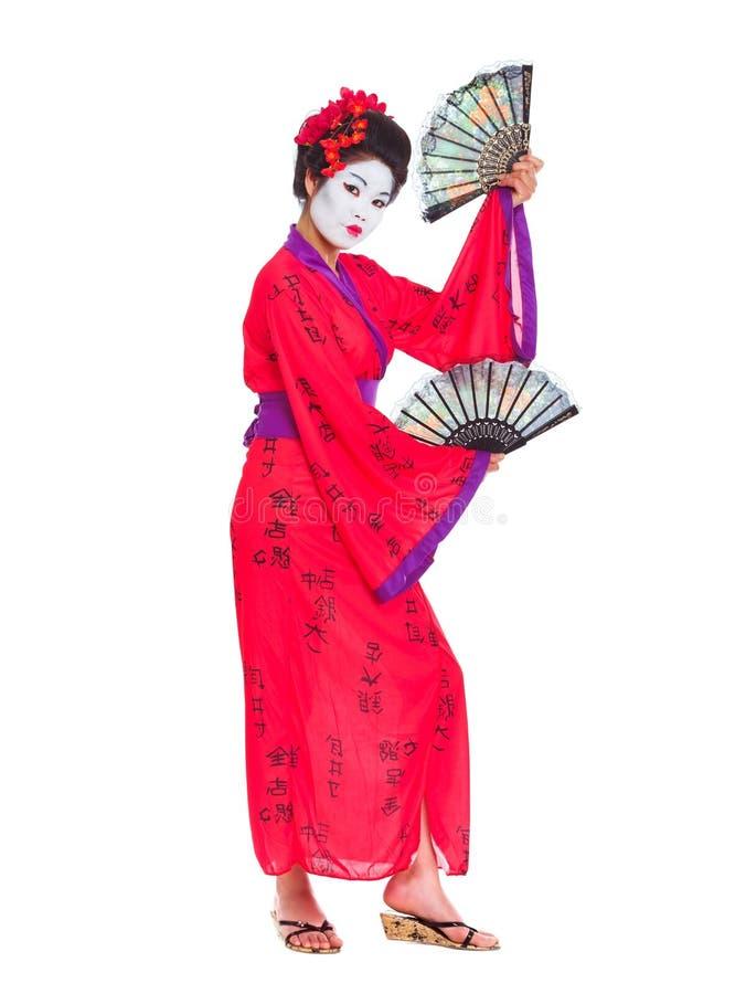In voller Länge Portrait des Geishatanzens mit Gebläsen stockfotografie