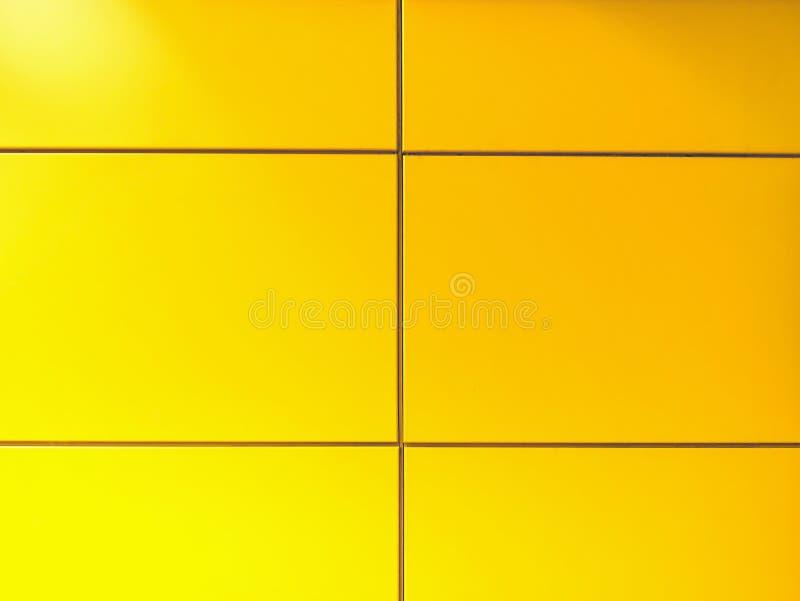 Voller Rahmen-Hintergrund der gelben Fliesenwand stockfotos