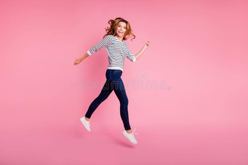 Volles Beinlängen-Körpergrößen-Profil Seitenansicht schönes attractiv stockbild
