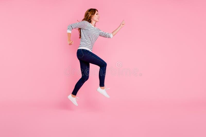 Volles Beinlängen-Körpergrößenporträt der entzückenden schönen Schmiere lizenzfreie stockfotografie
