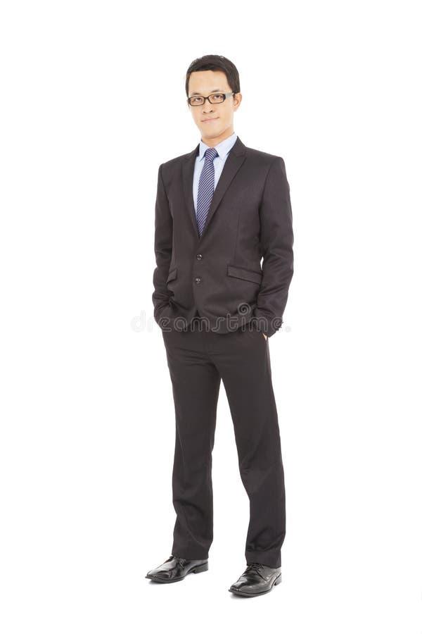 Volles Körperporträt des jungen glücklichen lächelnden netten Geschäftsmannes stockfoto