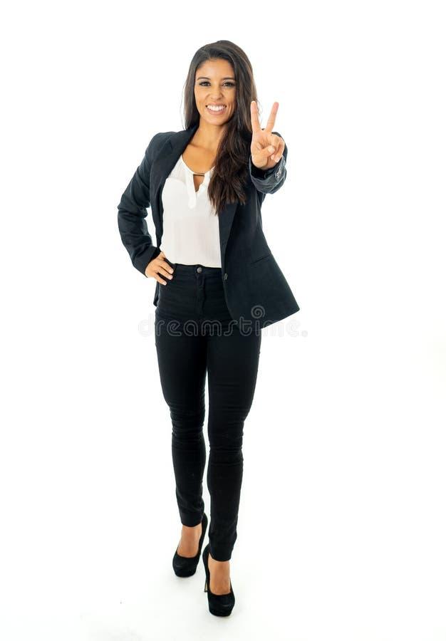 Volles Körperporträt einer attraktiven Geschäftsfrau, die glücklich und erfolgreich schaut stockfotos