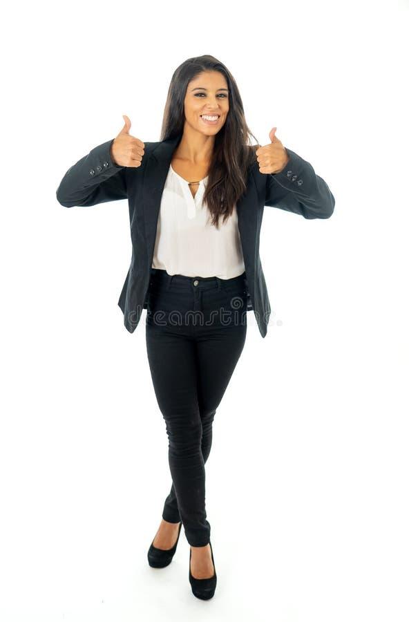 Volles Körperporträt einer attraktiven Geschäftsfrau, die glücklich und erfolgreich schaut lizenzfreie stockfotos