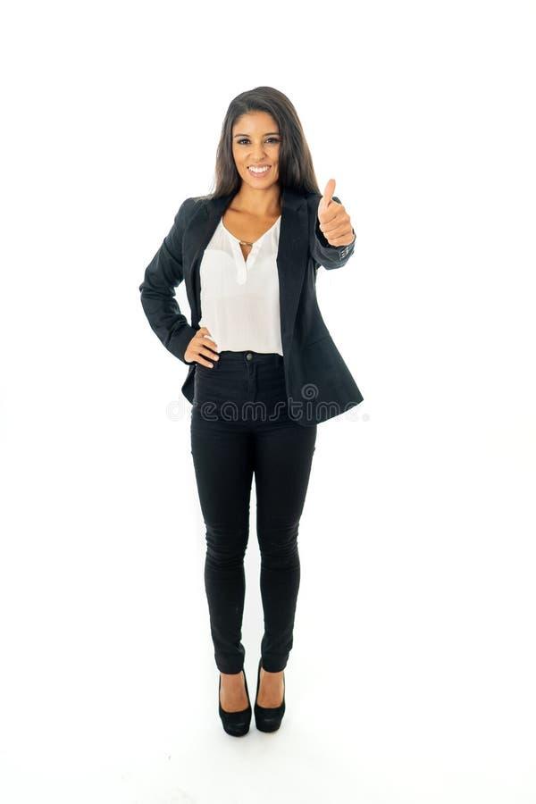 Volles Körperporträt einer attraktiven Geschäftsfrau, die glücklich und erfolgreich schaut stockfoto