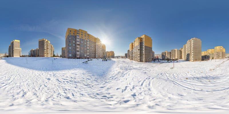 Volles nahtloses kugelförmiges Panorama 360 Grad Winkelsicht im Bereichs-Stadtentwicklungs-Wohnviertel des hohen Gebäudes herein lizenzfreie stockfotos