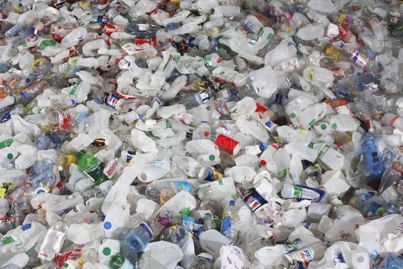 Volles Rahmen-Bild von benutzten Plastikflaschen lizenzfreies stockfoto