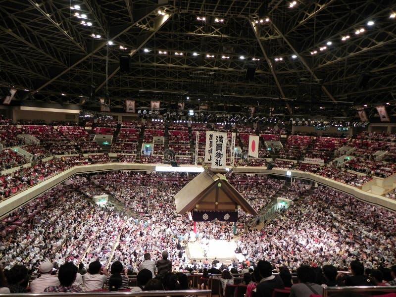 Volles Sumo-Ringkampf-Stadion in Tokyo, Japan lizenzfreie stockfotografie