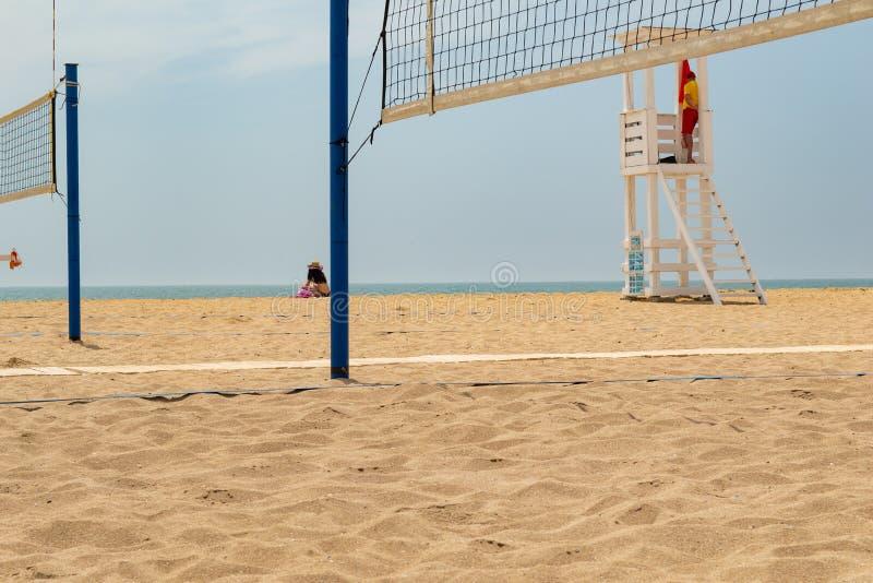 Volleyball de plage Cour de volleyball sur la plage photo stock