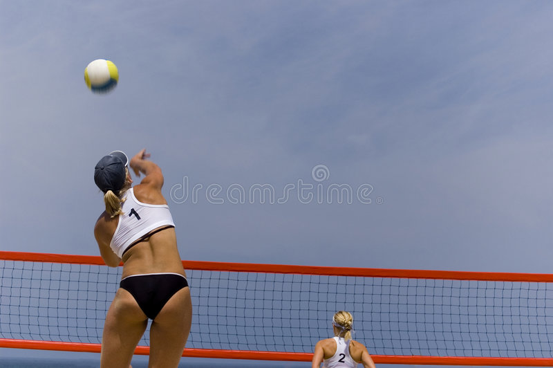 Volleyball en plage photographie stock