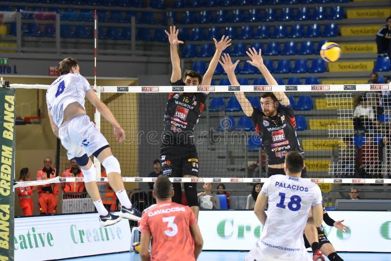 Volleyball Italienische Serie A Men Superleague Championship Cucine Lube Civitanova Top Volley Latina Redaktionelles Foto Bild Von Italienisch Packwagen 163339471