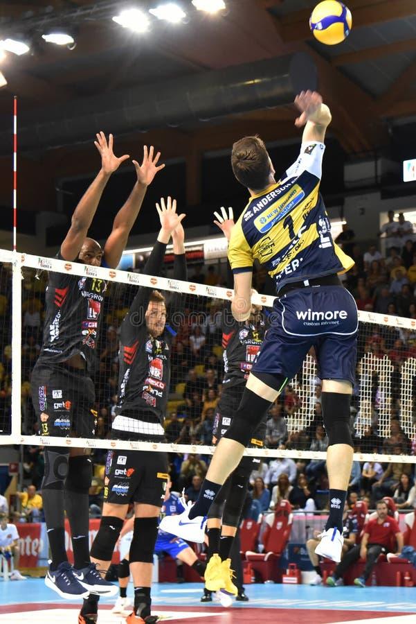 Volleyball Italina SupercMen Cucine Lube Civitanova vs Modena Volley arkivfoto